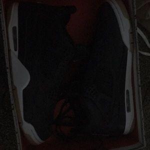 I'm selling a pair of Jordan brand new